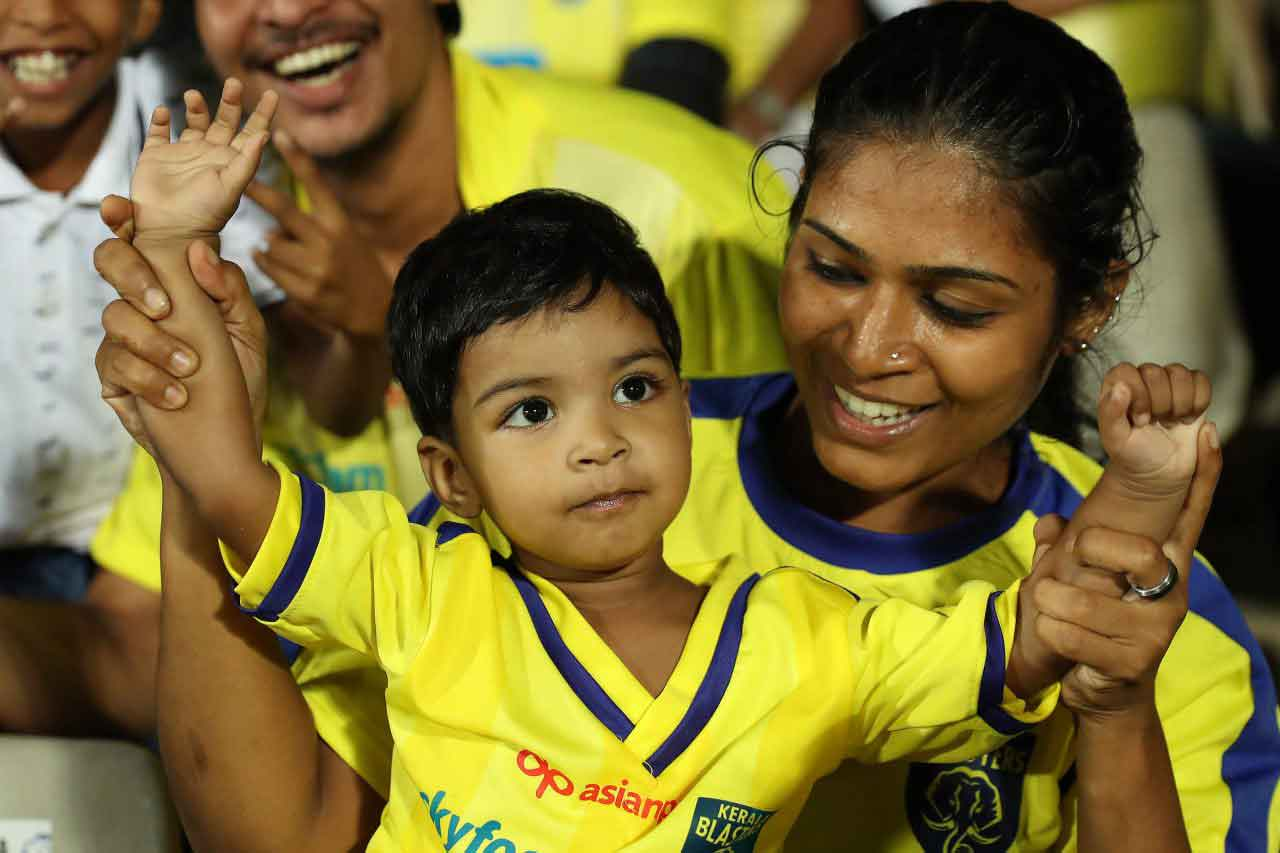 Fans during match 5 of the Indian Super League ( ISL ) between the Kerala Blasters FC and Mumbai City FC held at the Jawaharlal Nehru Stadium, Kochi, India on the 24th October 2019.  Photo by: Saikat Das / SPORTZPICS for ISL